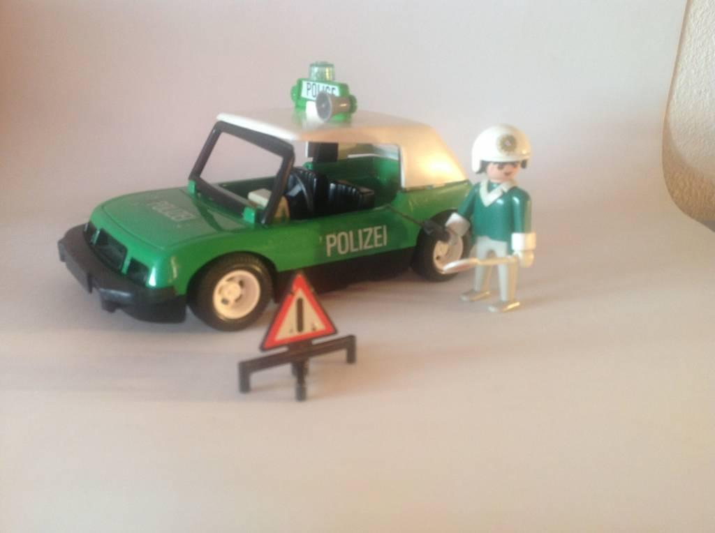 REF 3215 COCHE DE POLICIA AÑO 1984